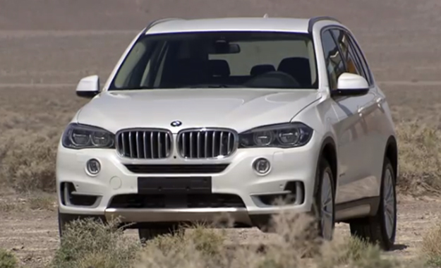 Video footage of the new BMW X5 highlights the exterior and interior detailing