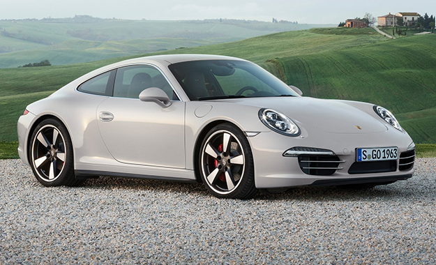 The Porsche 911 50 Years Edition wears a rear track expanded by 44 mm