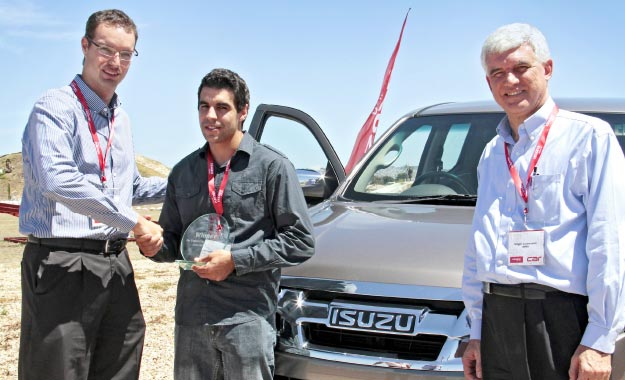 Technical editor Nicol Louw congratulates Michael Garces de Gois – winner of the CAR/Isuzu Engineering Challenge. With them is Edgar Lourencon, the former head of GM sub-Saharan Africa.