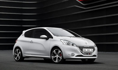 Peugeot 208 GTI front three-quarter image