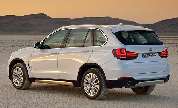 Amazing ... Taut Lines And Large L Shaped Brakelamps Lend The New Car A More  Compact Appearance; The New BMW X5 ...