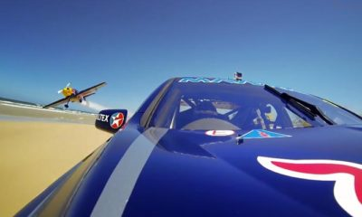 Red Bull Pits V8 Supercar Vs Stunt Plane On Aussie Beach [video]