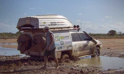 Aussie Blokes Have 4x4 Nightmare [video]