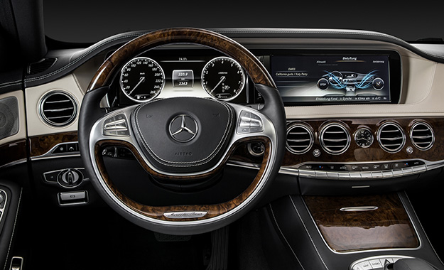 Beautiful Mercedes Benz S400 Hybrid. Twin TFT Screens Dominate The Facia ...
