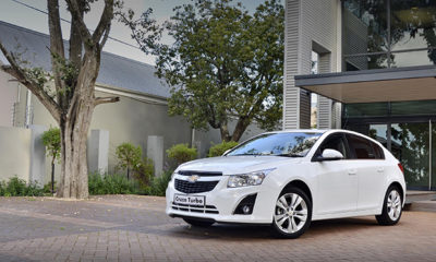 Chevrolet Cruze front three-quarter picture