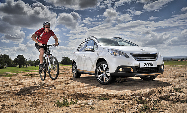 Peugeot 2008 front three-quarter image