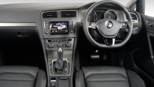 The interior of the Volkswagen Golf 1,4 TSI Comfortline DSG is spacious and supremely well built.