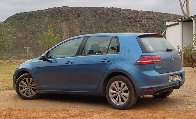Volkswagen Golf 1 4 Tsi Comfortline Dsg Rear End Is Neat But Easily Collects