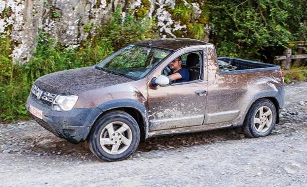 renault duster pick up spotted undisguised. Black Bedroom Furniture Sets. Home Design Ideas