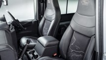 Land Rover Defender 2 000 000 seats