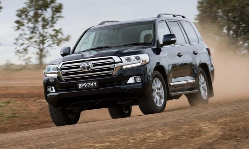 2016 Toyota Land Cruiser front