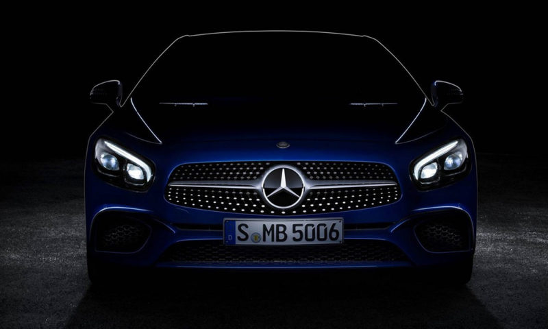 The 2016 SL adopts frontal styling cues from the AMG GT