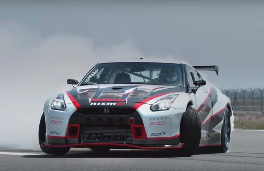 nissan gt r breaks world record for fastest drift w video car magazine. Black Bedroom Furniture Sets. Home Design Ideas