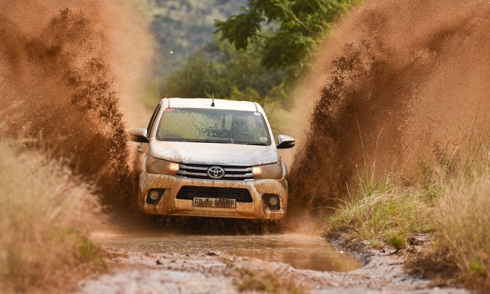 Toyota Hilux DC 2,8 GD-6 Raider making a splash