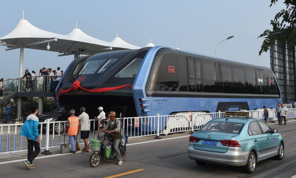 China debuts its TEB1 straddling bus.