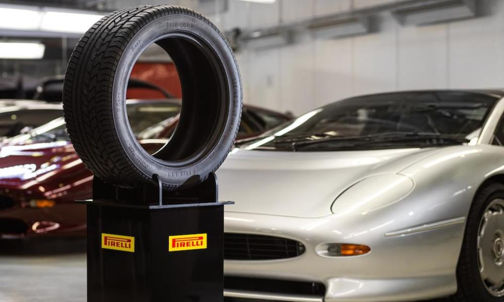 Bridgestone & Pirelli make new tyres for the Jag XJ220