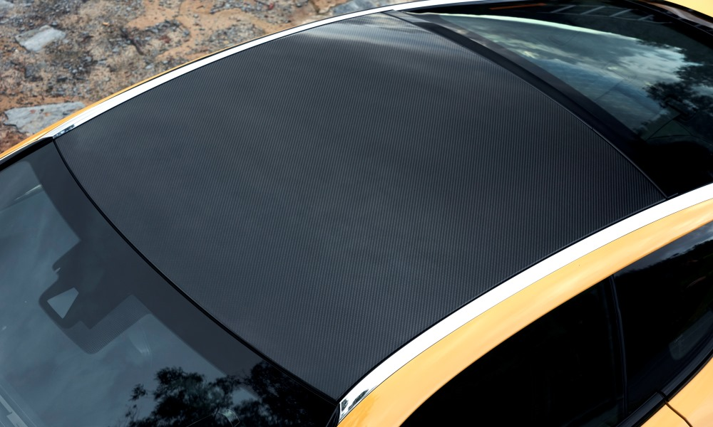 A floating carbon-fibre-panelled roof draws the eye to the rear.
