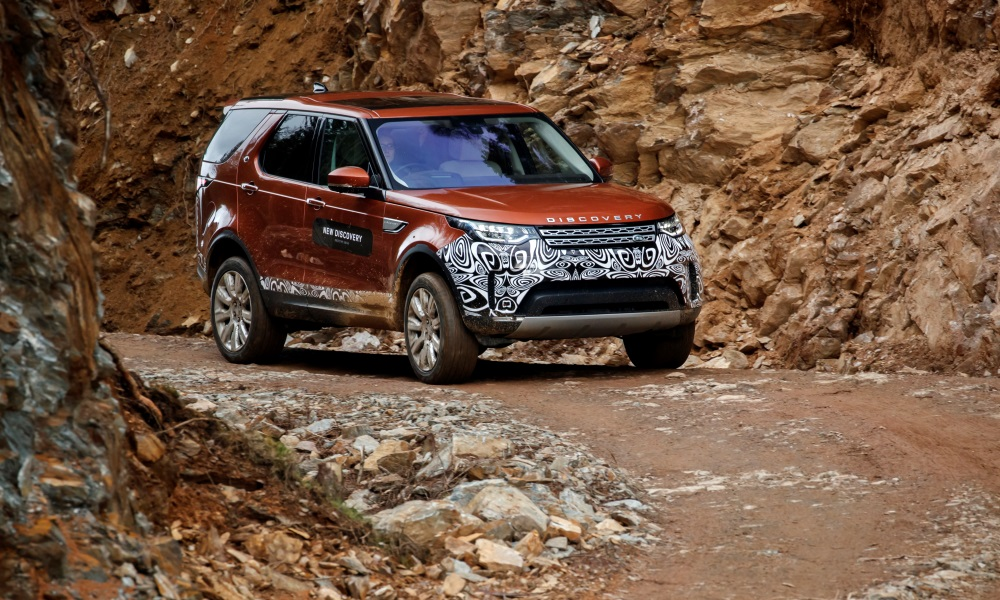 The front styling reminds of the Range Rover Sport.