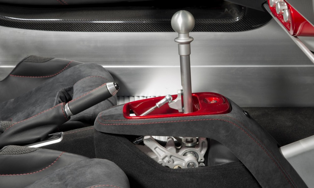 The open-gate shifter found on the Exige Sport 350 makes an appearance here.