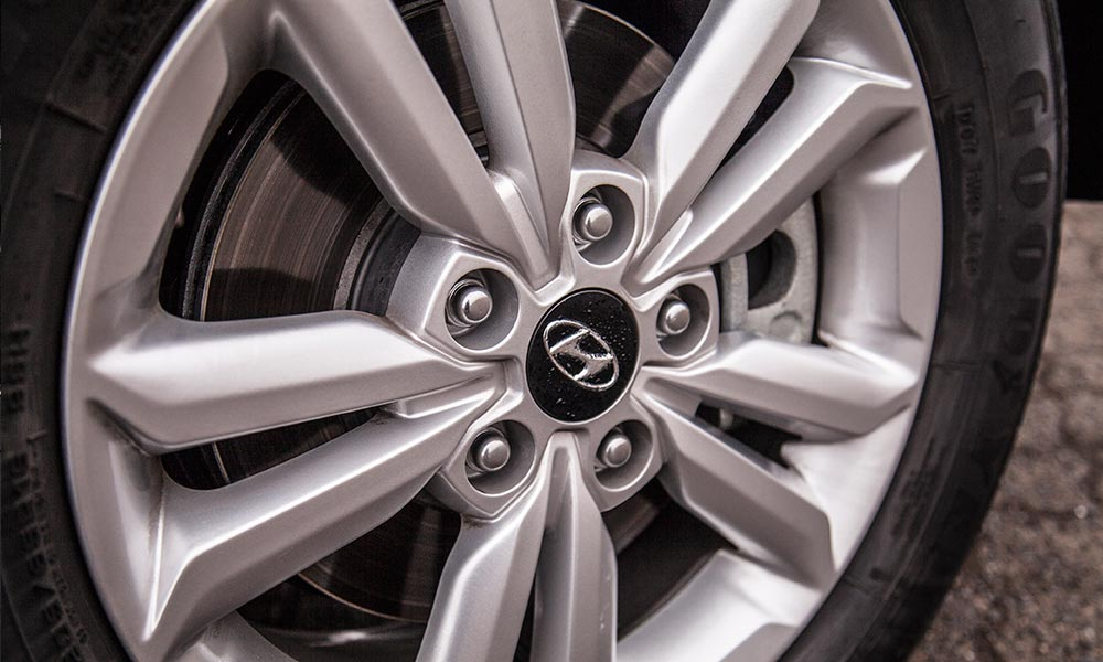 The 16-inch alloys with 65-profile tyres aid the ride.