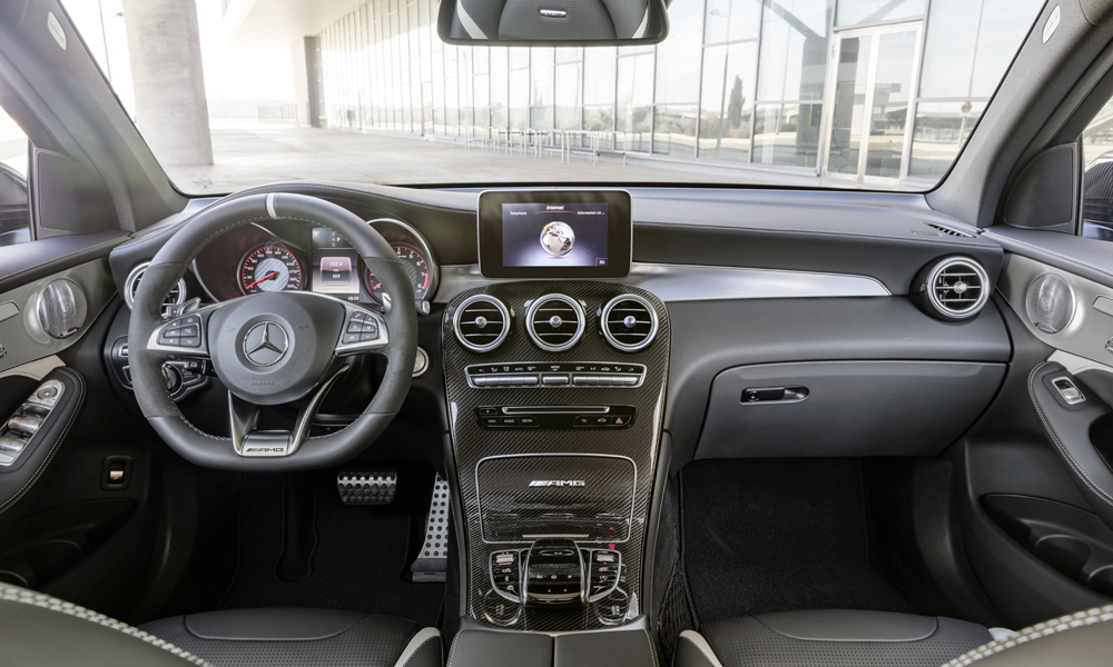 A familiar cabin with added AMG goodies.