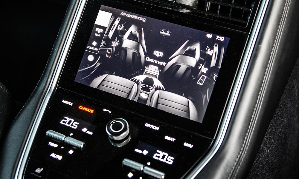 Rear-seat entertainment includes 32 GB of internal memory.