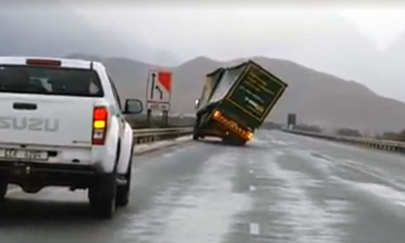 Truck on N1 blows over