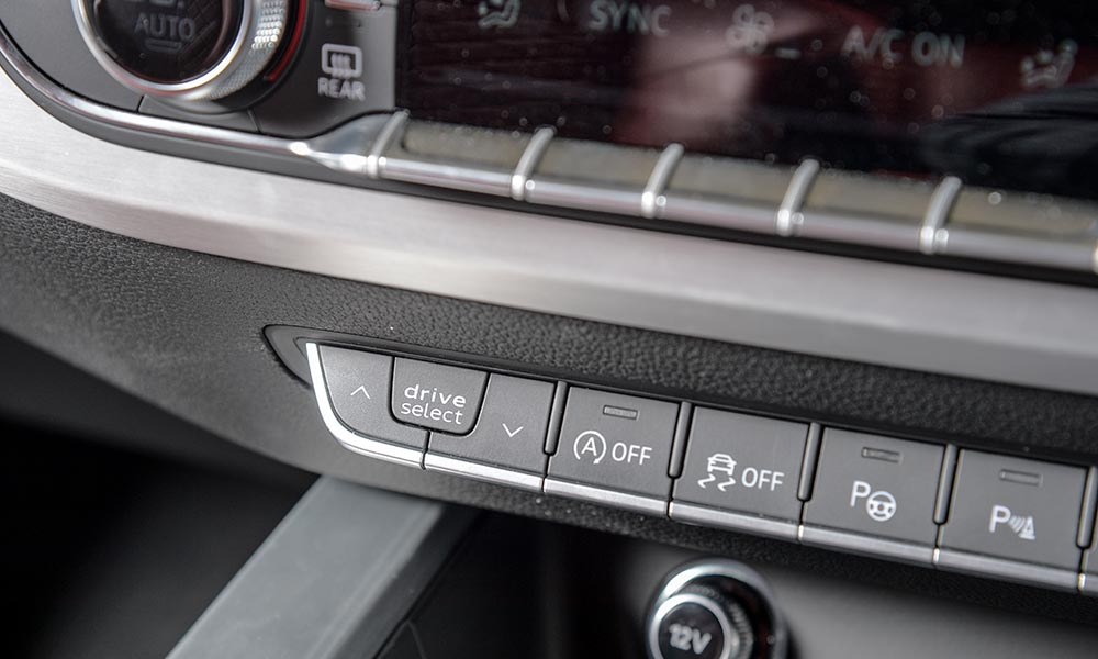 The S5 likewise features a variety of driving modes.