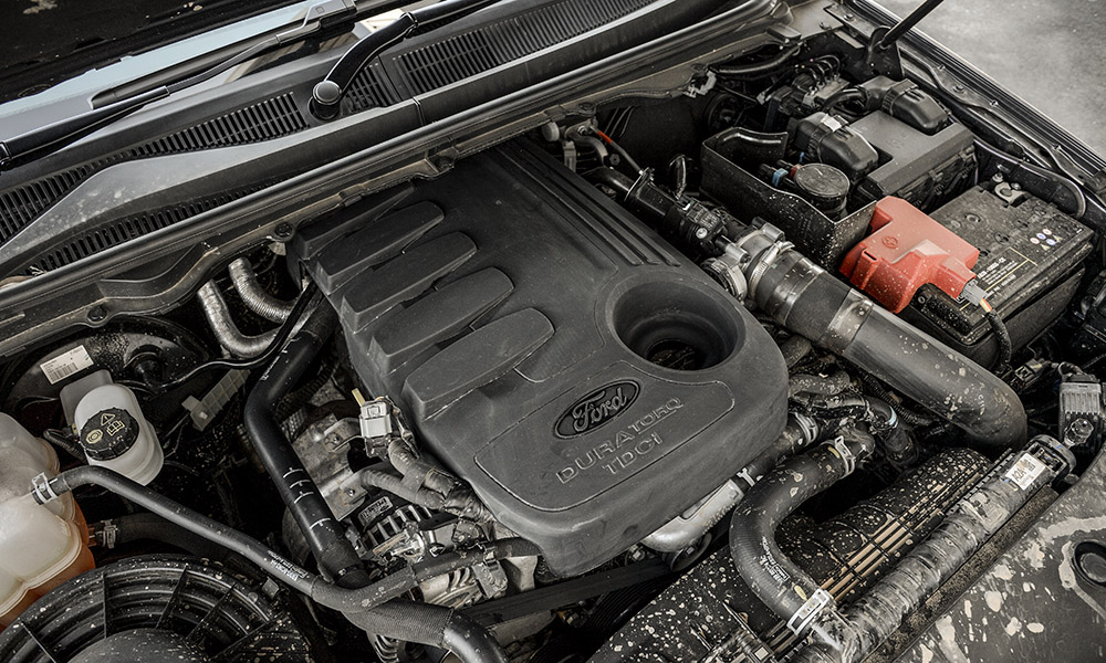 The familiar 3,2-litre 5-cylinder turbodiesel mill produces a strong 470 N.m.