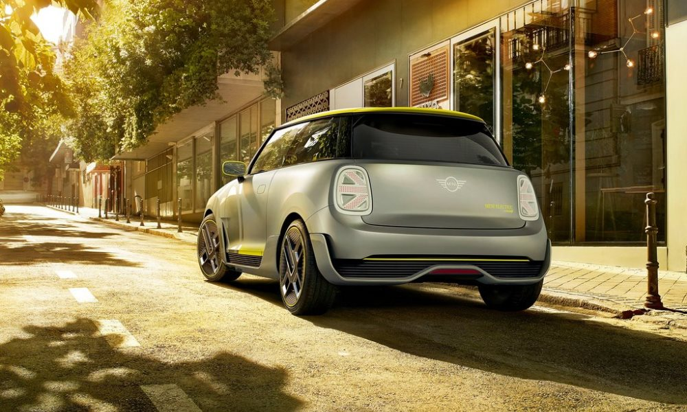 The Mini Electric Concept adopts a clean design with some weight-saving, aero-enhancing panels.