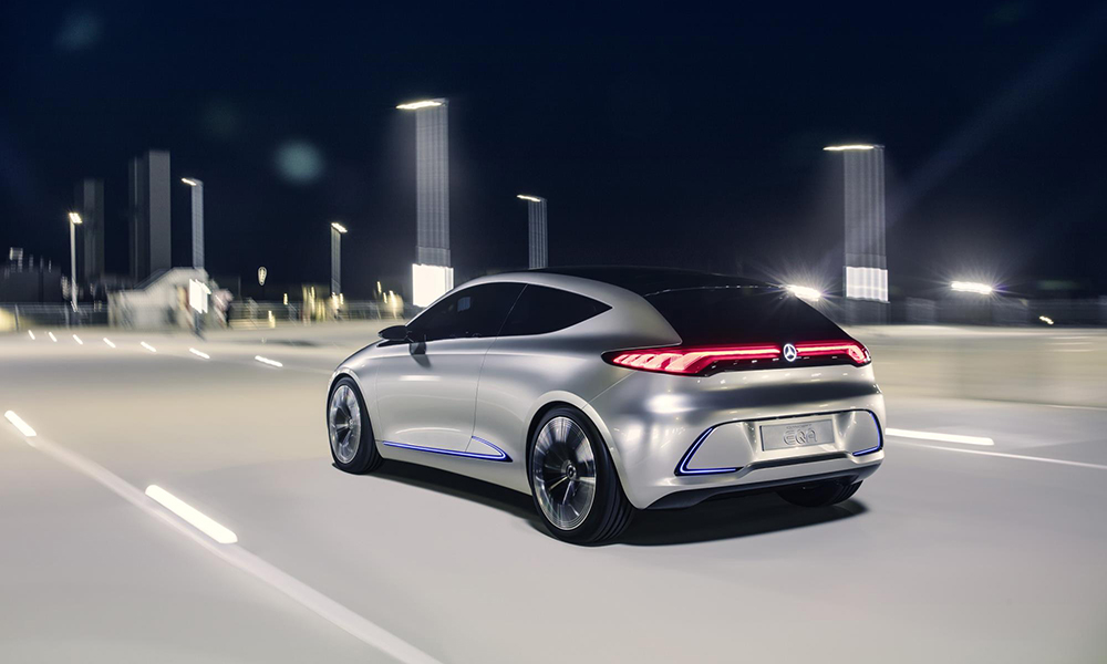 It offers a range of 400 km, variable all-wheel drive and a 60 kWh lithium-ion battery.