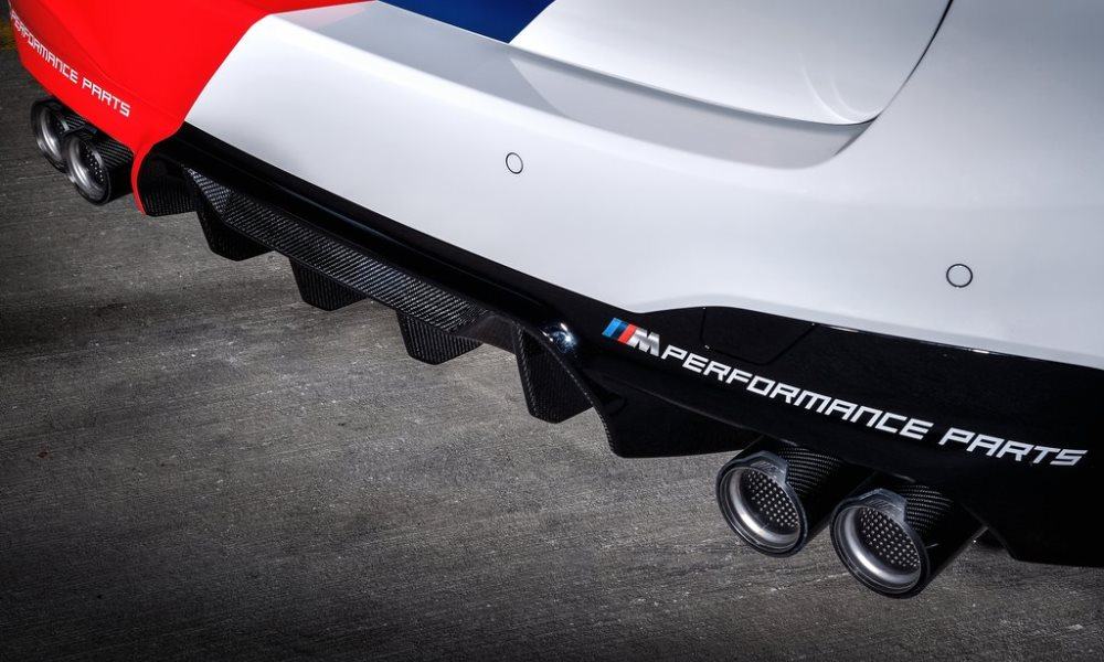 A titanium exhaust system livens up the soundtrack from the 4,4-litre V8.