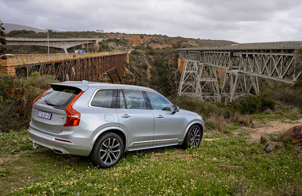 You get the feeling the 2,0-litre has to work hard to keep a two-tonne XC90 hustling along. It doesn't have the punch of its 3,0-litre rivals and can be thirsty, averaging 10,1 L/100 km on this road trip (see update 2).