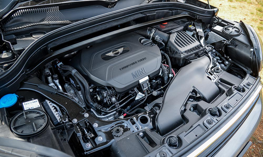 The 2,0-litre turbodiesel is both refined and strong.