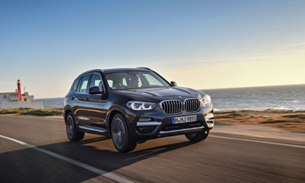 Thanks to that strong turbodiesel engine, the X3 has no problem keeping up with the pack.