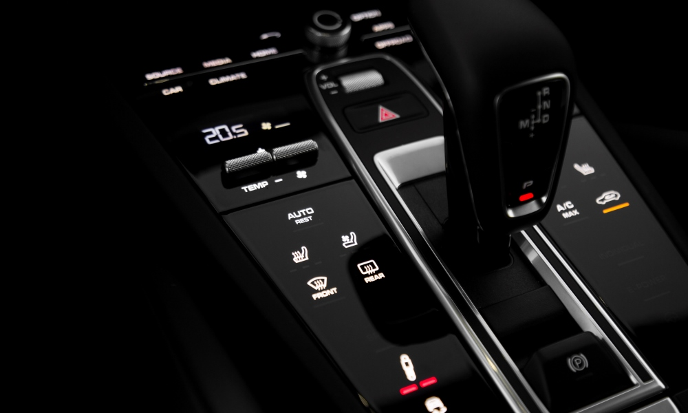 The centre console still has a few physical buttons.