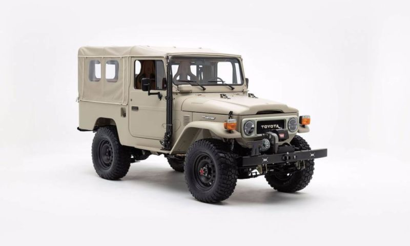 Toyota Land Cruiser FJ43 Signature front