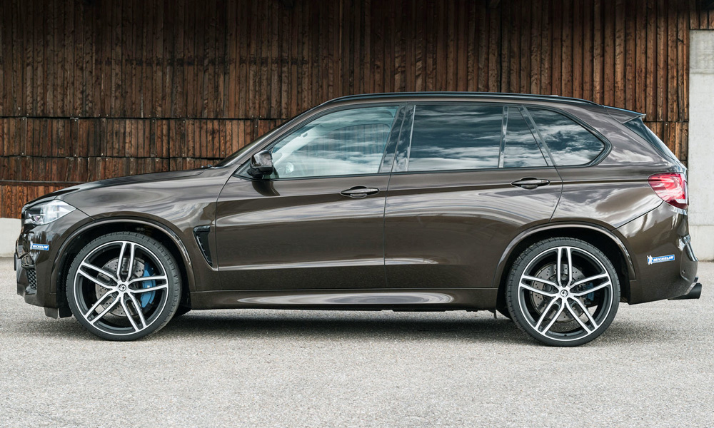 A set of 23-inch alloys is also offered.