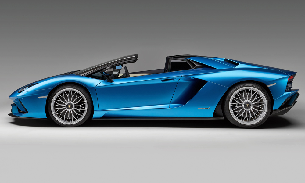 The Roadster weighs 50 kg more than the coupé.