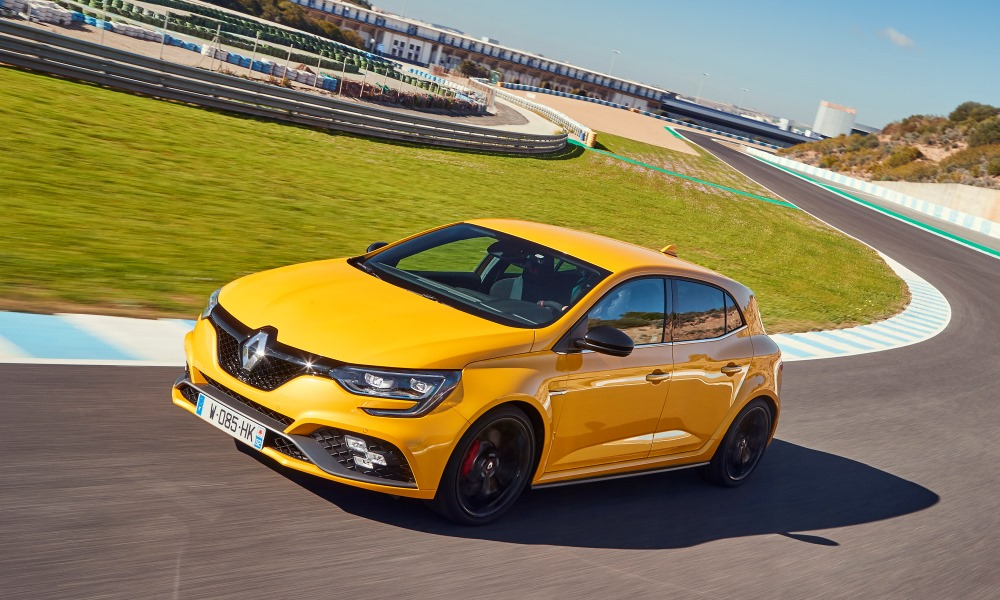 The Mégane RS (in manual) with Cup chassis handled the track well, thanks to its standard LSD.