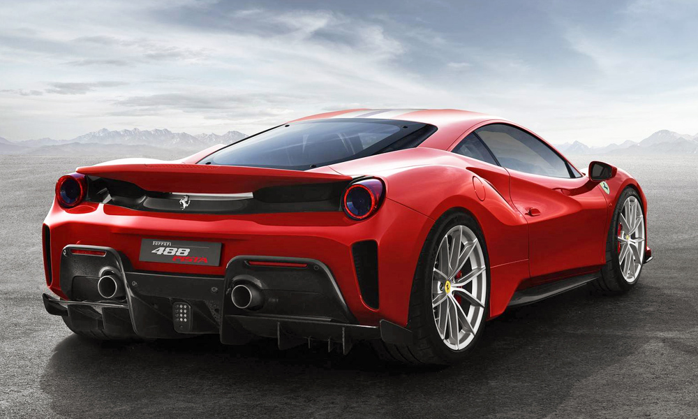 The Pista weighs some 90 kg less than the 488 GTB.