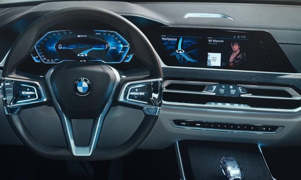 Here's your first look at BMW's sleek new digital display ...
