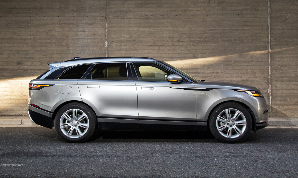 This particular Velar HSE runs on no-cost 20-inch wheels instead of 21s.