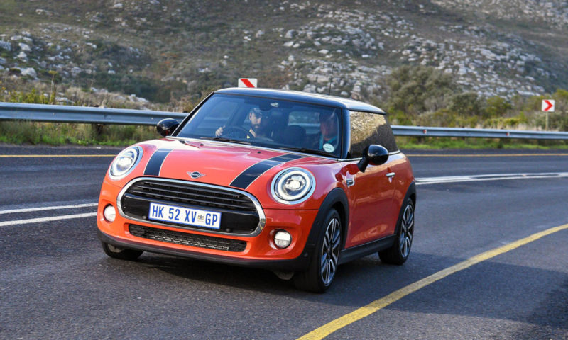 Mini Cooper Hatch 3-dr AT front
