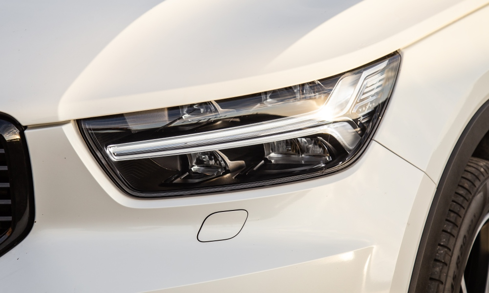 Thor's Hammer LED daytime-running lights remain a signature feature.
