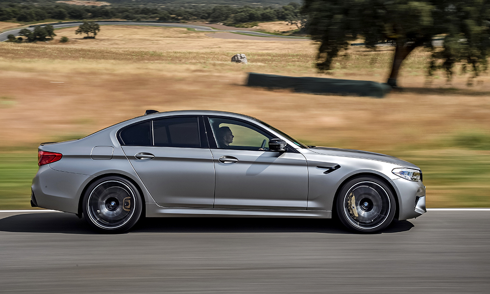 The M5 is a big car, but it manages to hide its bulk even on an intricate track such as Ascari.