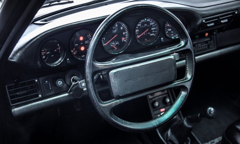 The cabin of a 1989 930 Turbo.