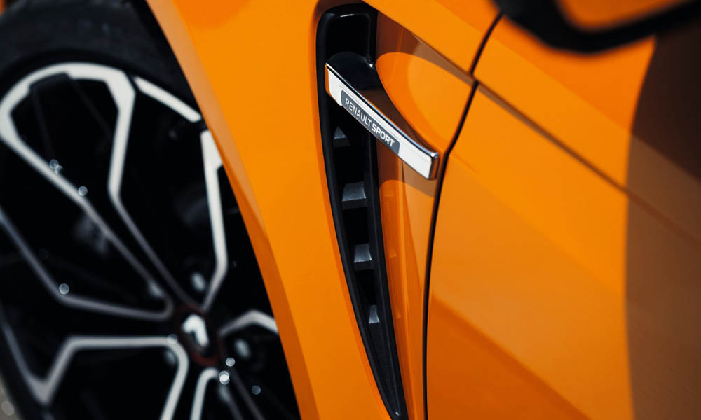 RS 280 is 60 mm wider up front compared with standard Mégane.