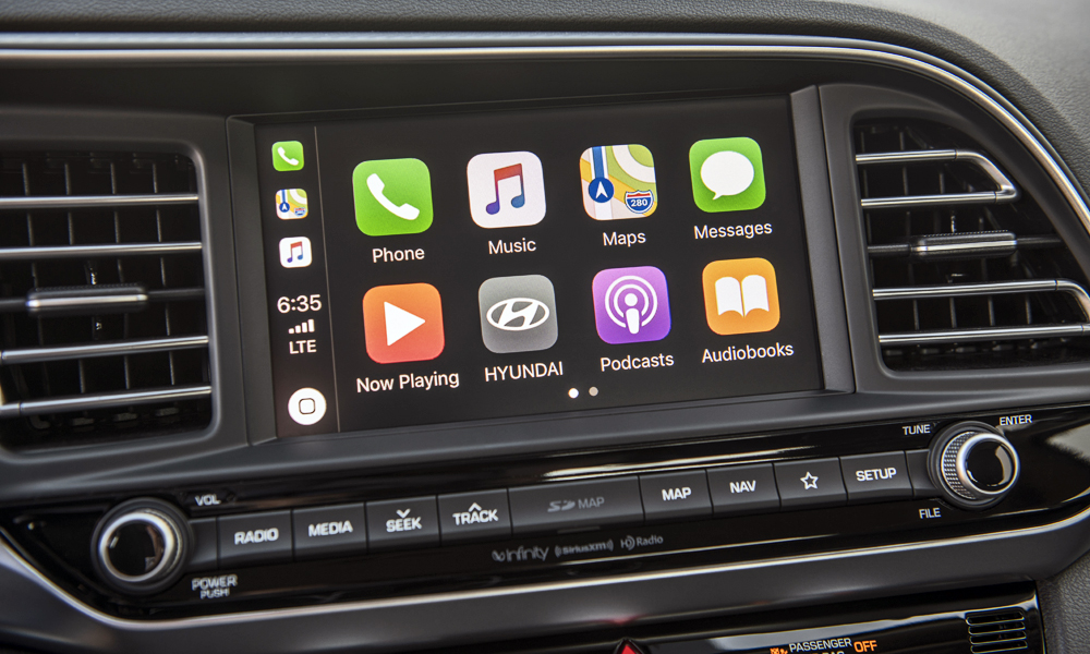 The refreshed sedan debuts Hyundai's next-gen AVN 5,0 infotainment system.