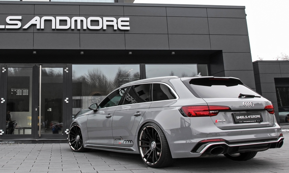 KW springs help give the RS4 a more purposeful stance.
